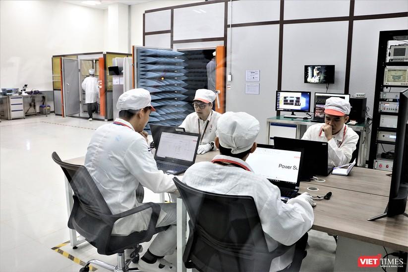 Khám phá nhà máy sản xuất thiết bị điện tử thông minh Vsmart ảnh 9