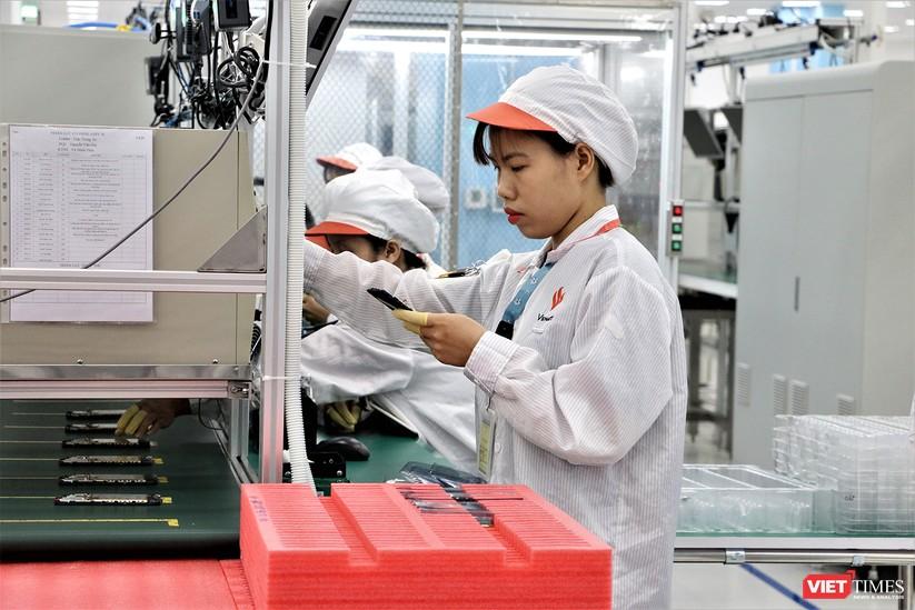 Khám phá nhà máy sản xuất thiết bị điện tử thông minh Vsmart ảnh 18