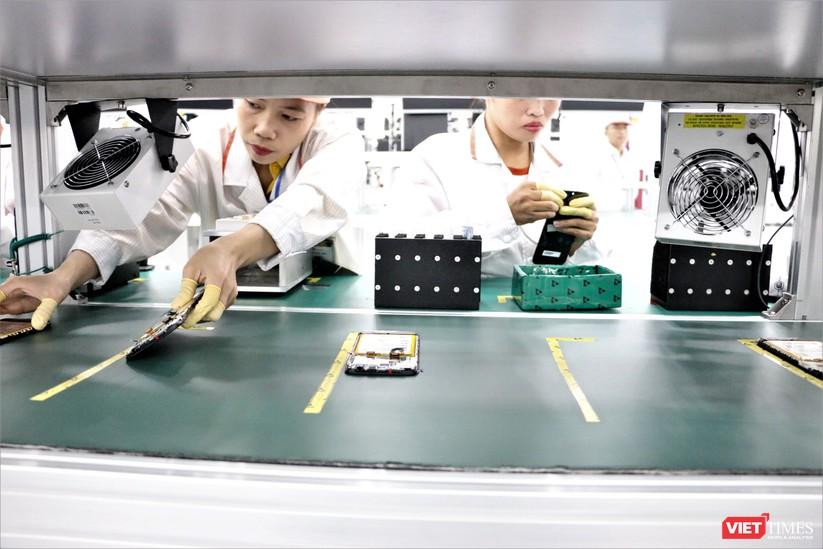 Khám phá nhà máy sản xuất thiết bị điện tử thông minh Vsmart ảnh 20