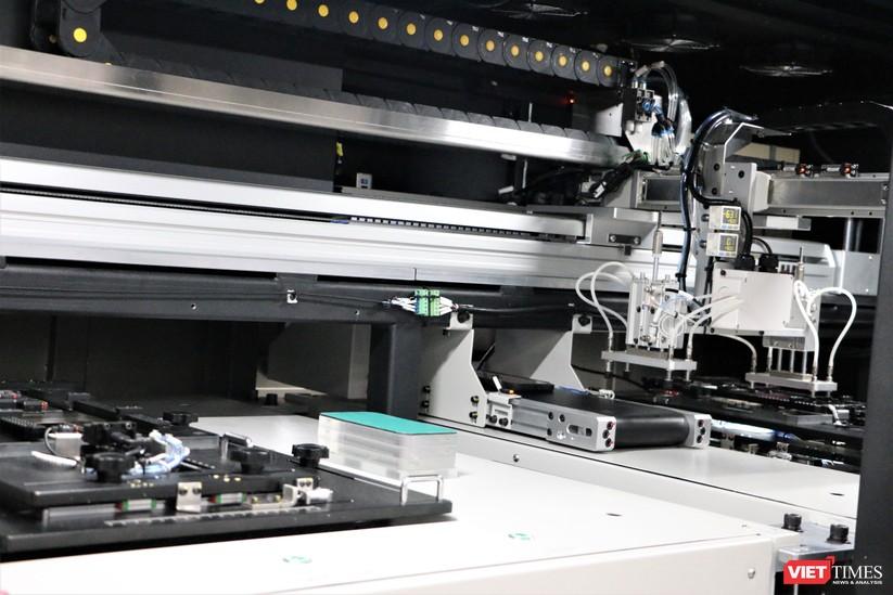 Khám phá nhà máy sản xuất thiết bị điện tử thông minh Vsmart ảnh 22