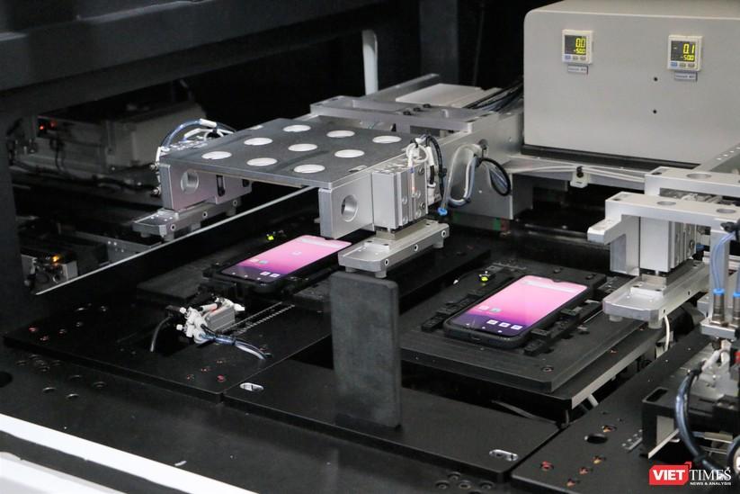 Khám phá nhà máy sản xuất thiết bị điện tử thông minh Vsmart ảnh 23