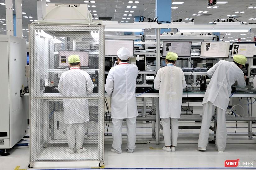 Khám phá nhà máy sản xuất thiết bị điện tử thông minh Vsmart ảnh 28