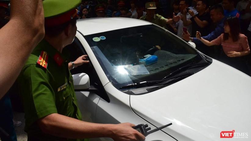 Tòa trả hồ sơ, bị cáo Nguyễn Hữu Linh chạy trốn khỏi vòng vây ống kính ảnh 1
