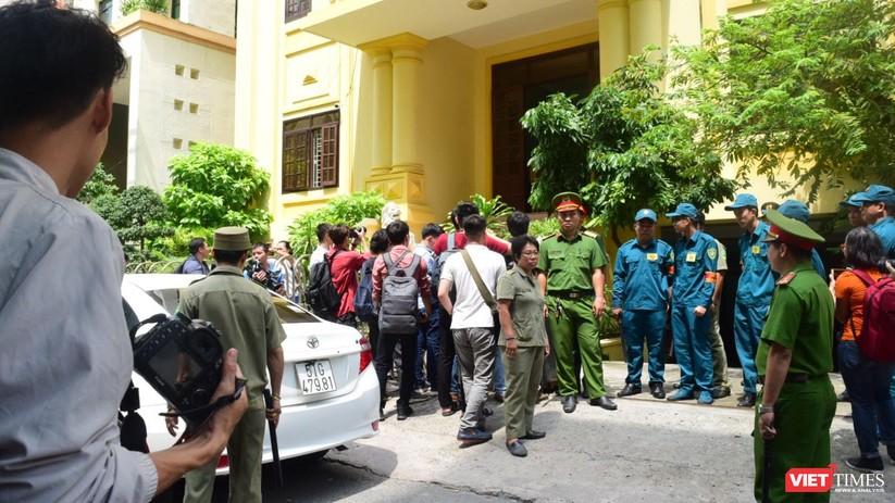 Tòa trả hồ sơ, bị cáo Nguyễn Hữu Linh chạy trốn khỏi vòng vây ống kính ảnh 2