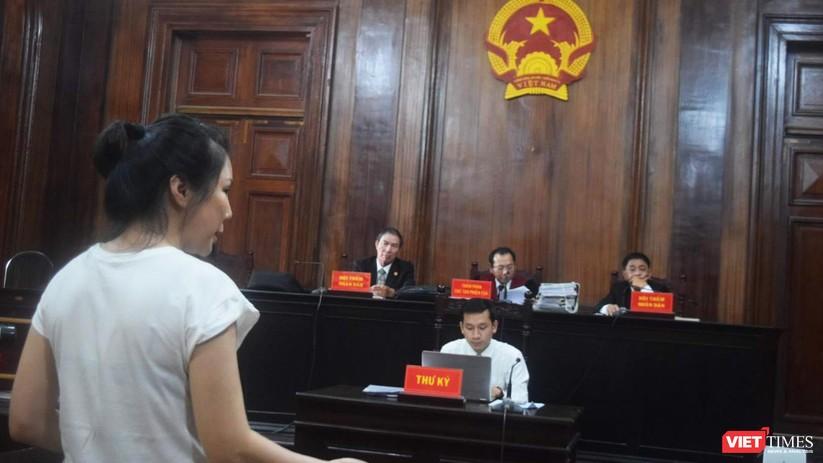 Bị cáo Vũ Thụy Hồng Ngọc trong phiên tòa sơ thẩm
