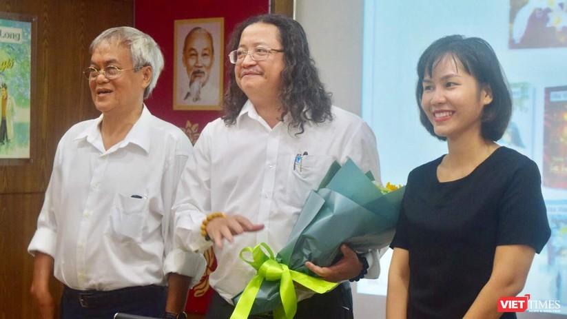 Bà Tùng Long trở lại văn đàn Việt với 10 đầu sách hot ảnh 5