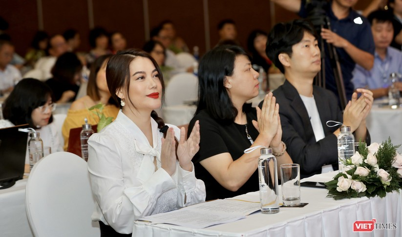 Nữ diễn viên - nhà sản xuất Trương Ngọc Ánh - ủy viên Ban Giám khảo phim Truyện