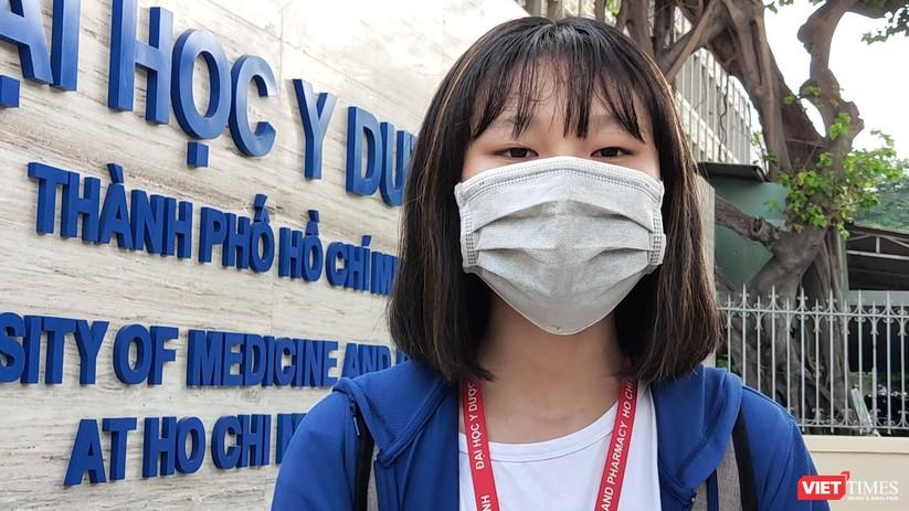 Trần Phương Ngọc, SV năm thứ nhất Khoa Điều dưỡng Kỹ thuật y học (Ảnh: Hòa Bình)
