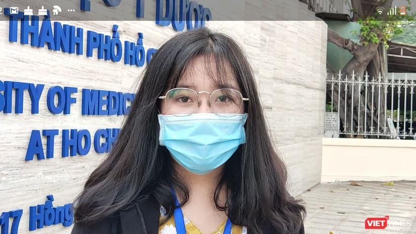 Sinh viên ĐH Y Dược TP.HCM đi học giữa lúc dịch COVID-19 căng thẳng ảnh 2
