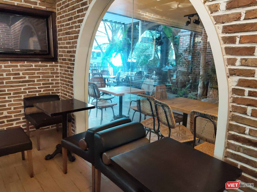 Một quán cà phê trên đường Nguyễn Du, quận 1, bình thường tập trung cực kỳ đông đúc nay vắng khách