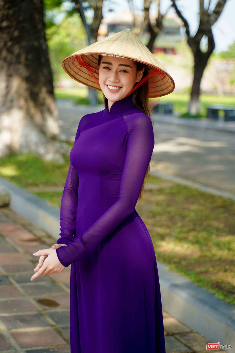 """Hoa hậu Khánh Vân bắt chước bà Tân Vlog làm video thưởng thức tô bún """"siêu to"""" ảnh 3"""