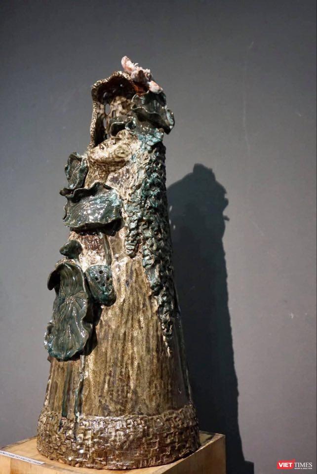Sen cuối hạ, tác phẩm gốm của Ngô Trọng Văn