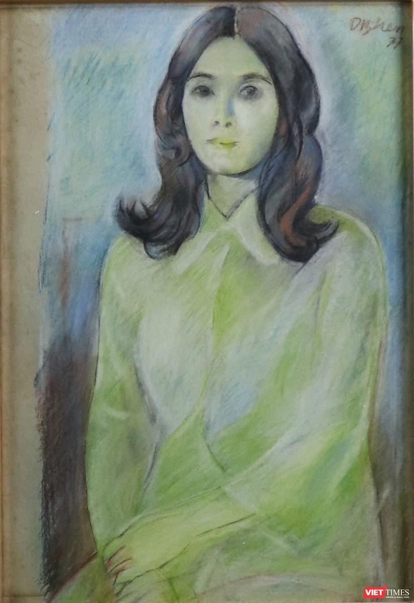 Chân dung thiếu nữ, phấn và sáp màu trên giấy, 51 x 35 cm, 1977, Dương Bích Liên (Ảnh: PI)
