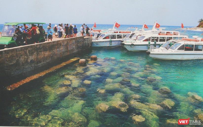 Bức ảnh bến cảng bên đảo Bé