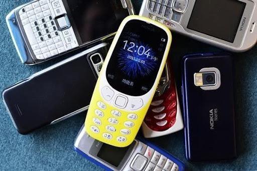 Thời đại của điện thoại thông minh, những ai còn sử dụng điện thoại phổ thông? ảnh 1