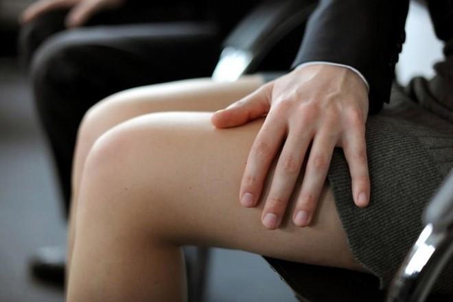 Cần chế tài mạnh mẽ hơn để xử lý hành vi quấy rối tình dục nơi công cộng ảnh 1