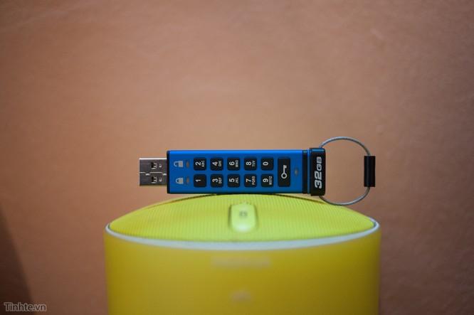 Trên tay ổ USB Flash bảo mật bằng phím số của Kingston ảnh 1