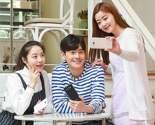 Samsung ra mắt bộ đôi smartphone tầm trung mới ảnh 3