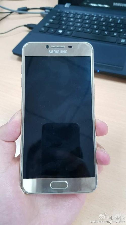 Ngắm điện thoại Galaxy C5 thiết kế giống HTC 10 ảnh 3