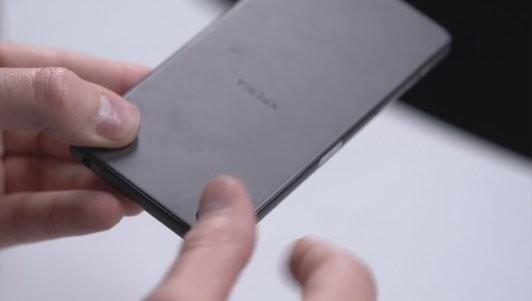 Đập hộp Sony Xperia X phiên bản màu xám ảnh 2