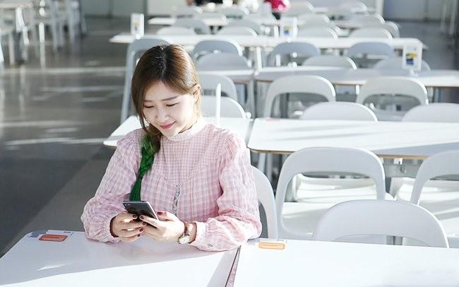 """""""Ngọc nữ"""" mang vẻ đẹp tinh khôi bên smartphone ảnh 5"""
