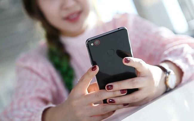 """""""Ngọc nữ"""" mang vẻ đẹp tinh khôi bên smartphone ảnh 6"""