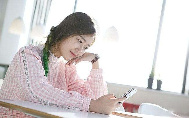 """""""Ngọc nữ"""" mang vẻ đẹp tinh khôi bên smartphone ảnh 7"""