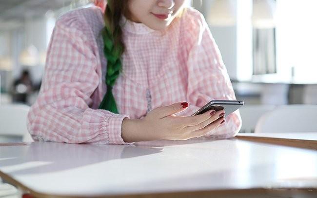 """""""Ngọc nữ"""" mang vẻ đẹp tinh khôi bên smartphone ảnh 8"""