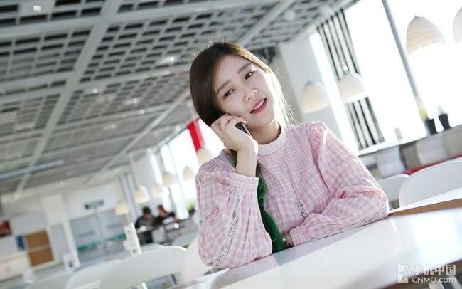 """""""Ngọc nữ"""" mang vẻ đẹp tinh khôi bên smartphone ảnh 9"""