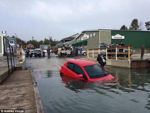 Lái xe theo GPS, cô gái lao thẳng xuống hồ sâu 30m ảnh 2