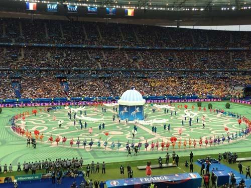 Lễ khai mạc EURO 2016 ngắn ngọn, ngập tràn màu sắc và âm thanh ảnh 21