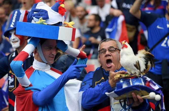 Lễ khai mạc EURO 2016 ngắn ngọn, ngập tràn màu sắc và âm thanh ảnh 14