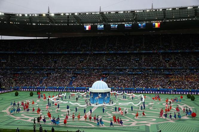 Lễ khai mạc EURO 2016 ngắn ngọn, ngập tràn màu sắc và âm thanh ảnh 4