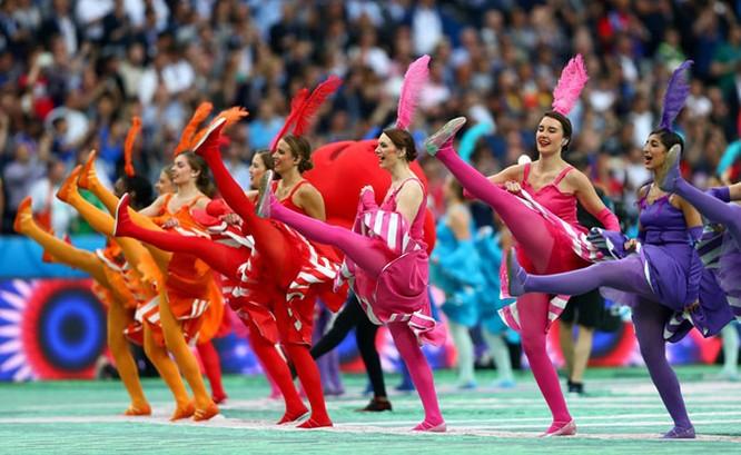 Lễ khai mạc EURO 2016 ngắn ngọn, ngập tràn màu sắc và âm thanh ảnh 5