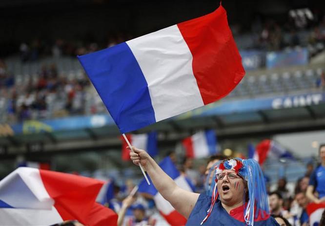Lễ khai mạc EURO 2016 ngắn ngọn, ngập tràn màu sắc và âm thanh ảnh 13