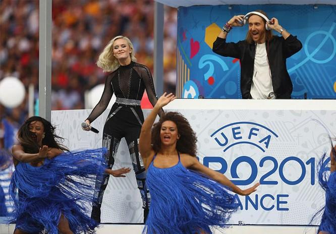 Lễ khai mạc EURO 2016 ngắn ngọn, ngập tràn màu sắc và âm thanh ảnh 9