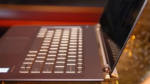 Laptop siêu mỏng HP Spectre giá 42,99 triệu đồng ảnh 3