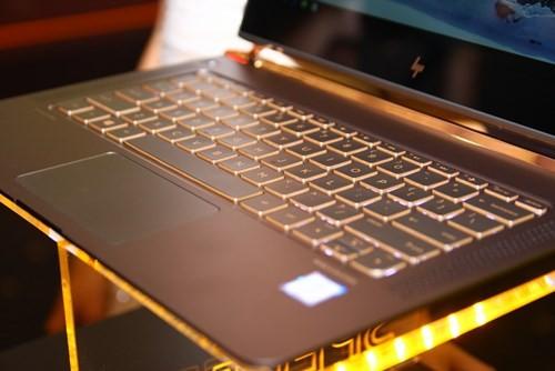 Laptop siêu mỏng HP Spectre giá 42,99 triệu đồng ảnh 2