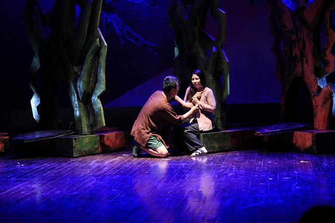 """Video: """"Biệt đội Báo Đen"""" khốc liệt và lãng mạn trên sân khấu Nhà hát Lớn ảnh 10"""