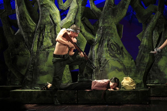 """Video: """"Biệt đội Báo Đen"""" khốc liệt và lãng mạn trên sân khấu Nhà hát Lớn ảnh 5"""