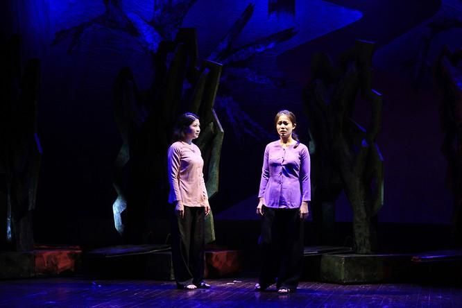 """Video: """"Biệt đội Báo Đen"""" khốc liệt và lãng mạn trên sân khấu Nhà hát Lớn ảnh 6"""