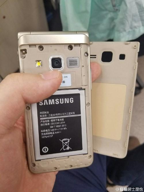 Lộ ảnh thực tế smartphone nắp gập Galaxy Folder 2 ảnh 2