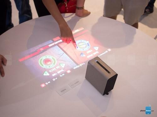 Sony giới thiệu máy chiếu tương tác chạy Android ảnh 3