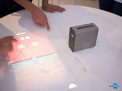 Sony giới thiệu máy chiếu tương tác chạy Android ảnh 4