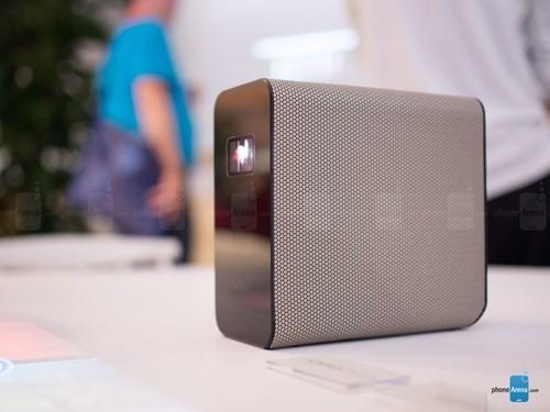 Sony giới thiệu máy chiếu tương tác chạy Android ảnh 1