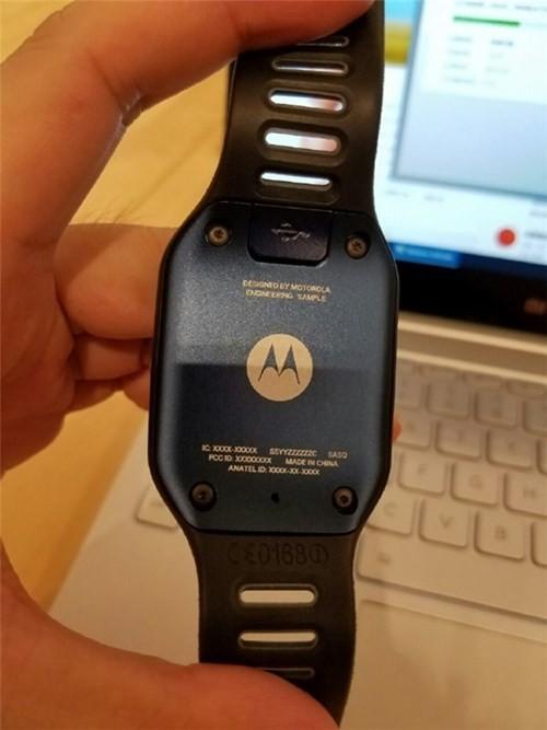 Motorola sắp ra mắt smartwatch mặt vuông ảnh 3