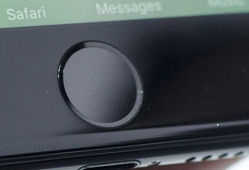 """Video: """"Soi"""" cận cảnh iPhone 7 và iPhone 7 Plus ảnh 1"""