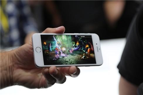 """Video: """"Soi"""" cận cảnh iPhone 7 và iPhone 7 Plus ảnh 10"""