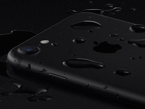 Video: Thêm bằng chứng iPhone 7 bền hơn iPhone 6S ảnh 1