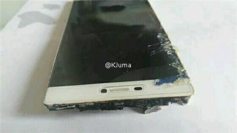 Sau Galaxy Note 7, đến lượt Huawei P8 phát hỏa ảnh 4